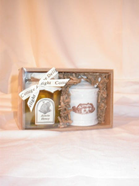Acacia Honey with Beehive Pot & Wooden Dipper